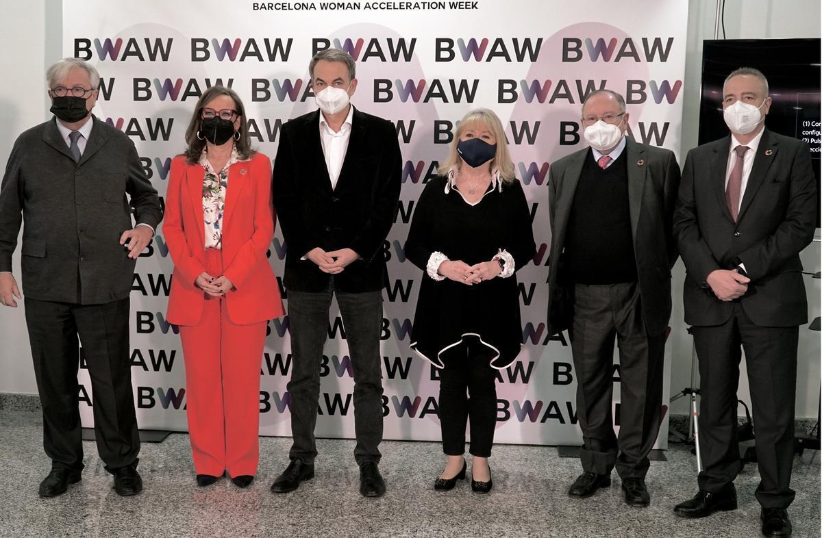 El expresdente del Gobierno, José Luis Rodríguez Zapatero, junto con Susana Malcorra, Rebeca Grysnpan, José Luis Bonet, Pere Navarro y Joan Clos.