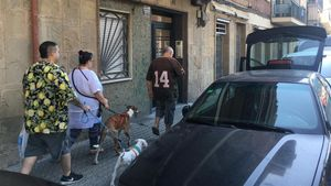 Fachada del edificio de la calle Mossèn Amadeu Oller de Barcelona donde vivía el matrimonio asesinado.