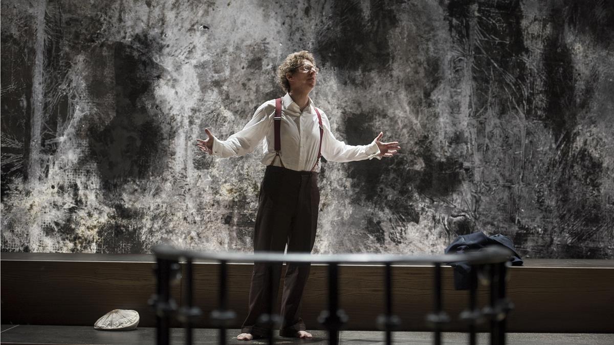 Una de las escenas de'De Mensheid', la pieza representada por Josse de Pauw el viernes en el Temporada Alta.