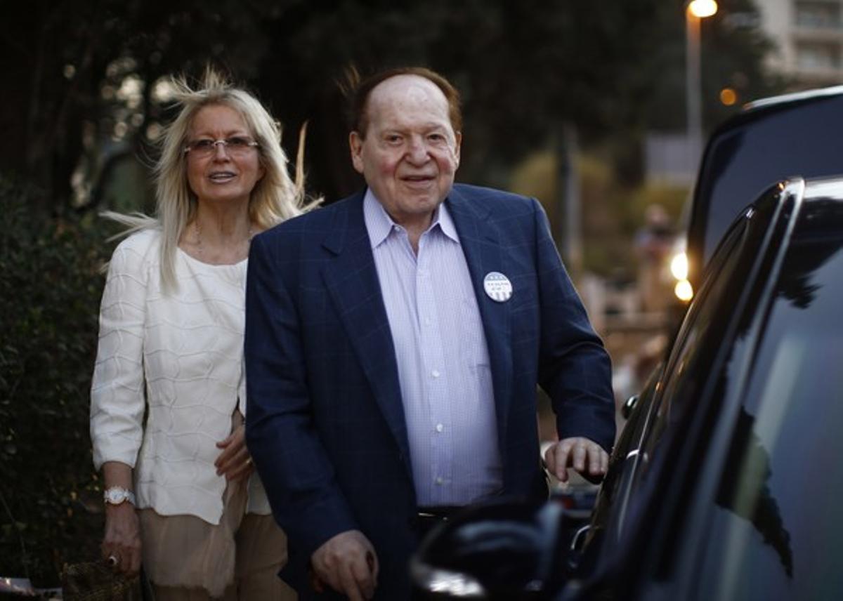 Sheldon Adelson y su mujer, Miriam, asisten a la convención republicana en Tampa.