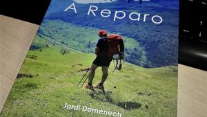 El paretà Jordi Domènech presenta el seu llibre 'GR 11'. A reparo'
