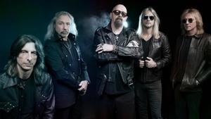 Judas Priest, con Rob Halford en el centro