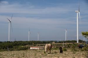 Aerogeneradores del parque eólico en Batea, Terra Alta.
