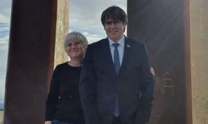 Puigdemont y Ponsatí, en la Porta dels Països Catalans, una obra del escultor Emili Armengol, en Salses-le Chateau, a 20 kilómetros al norte de Perpinyà.