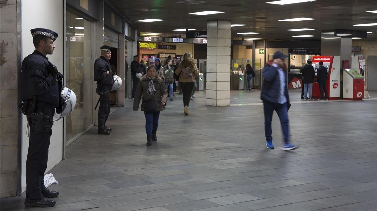 Plaça de Catalunya, l'estació més segura del món