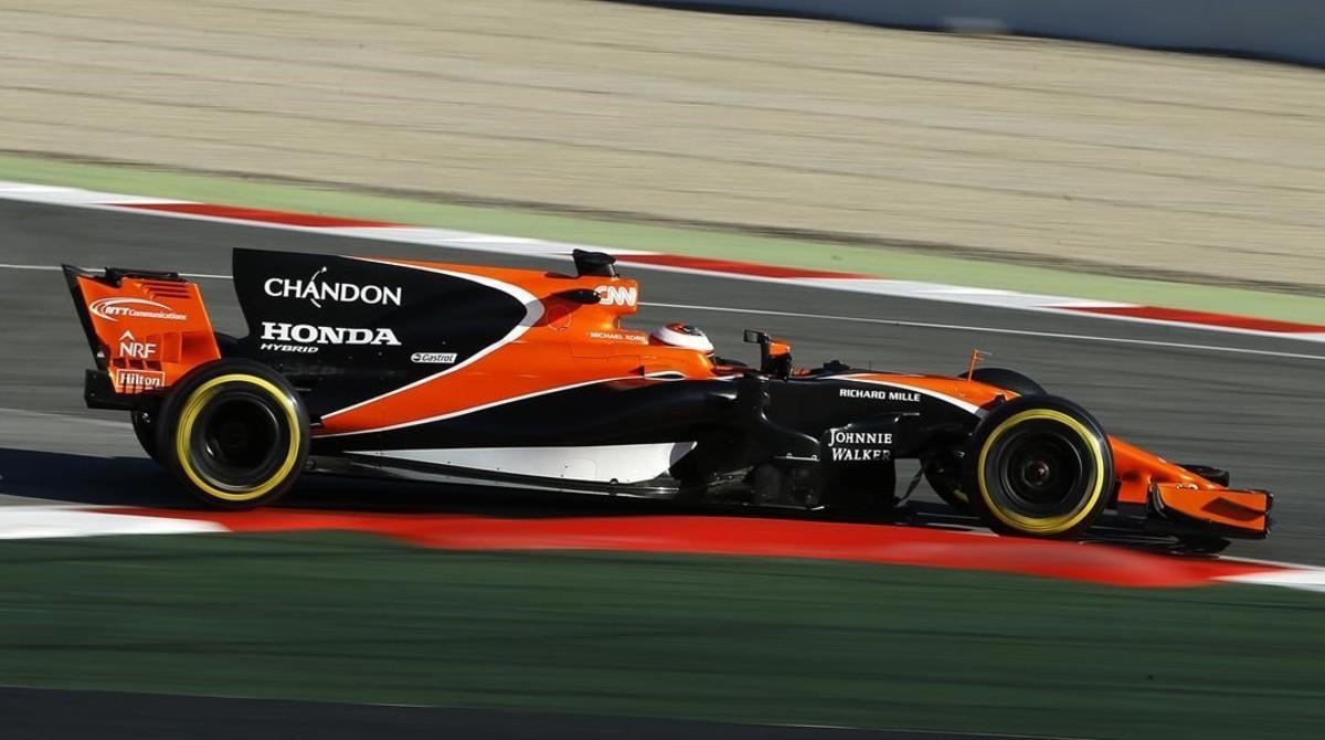 Stoffel Vandoorne vio como su McLaren-Honda volvía a estropearse en el Circuit.