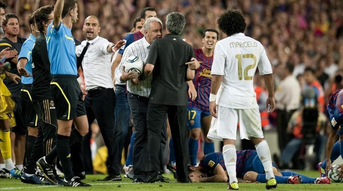 Tensión entre Mourinho y Guardiola en el partido de vuelta de la Supercopa del 2011.