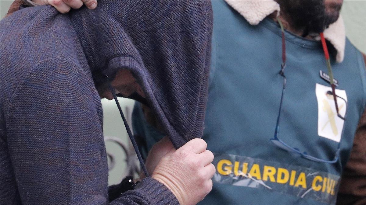 Efectivos de la UCO trasladan el pasado domingo a Jose Enrique Abuín, asesino confeso de Diana Quer.