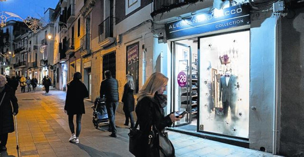 El proyecto 'Il·lusió', que ilumina el escaparate de la tienda Alessandro Sacco, en Major de Sarrià, es el mejor valorado por los viandantes.