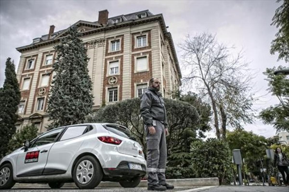 Un vigilante de Securitas visita una treintena de edificios cada noche.
