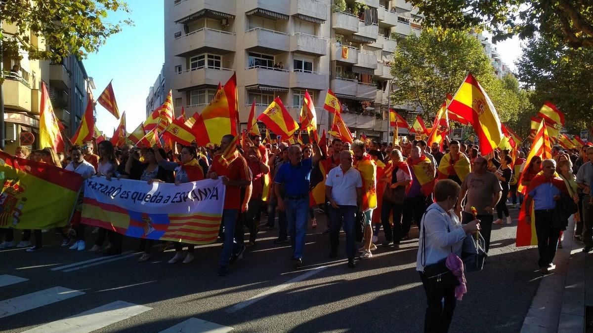 Cabecera de la manifestación a favor de la unidad de España que el sábado tuvo lugar por las calles de Mataró.