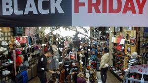 Un comercio de Madrid publicita su particupar Black Friday.