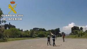 La Guardia Civil denuncia a 12 pilotos por 35 vuelos ilegales con drones en Barcelona.
