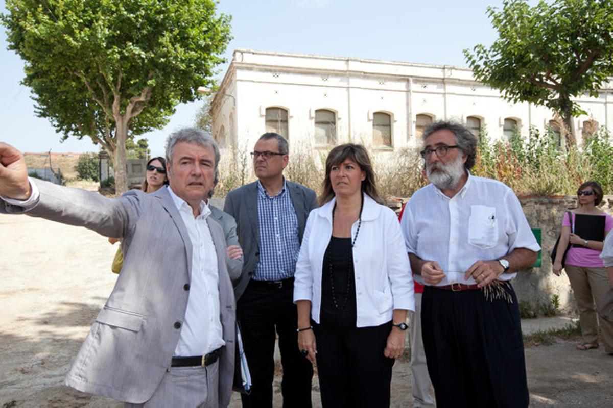 La alcaldesa de L'Hospitalet, Núria Marín, visita la zona de La Remunta.