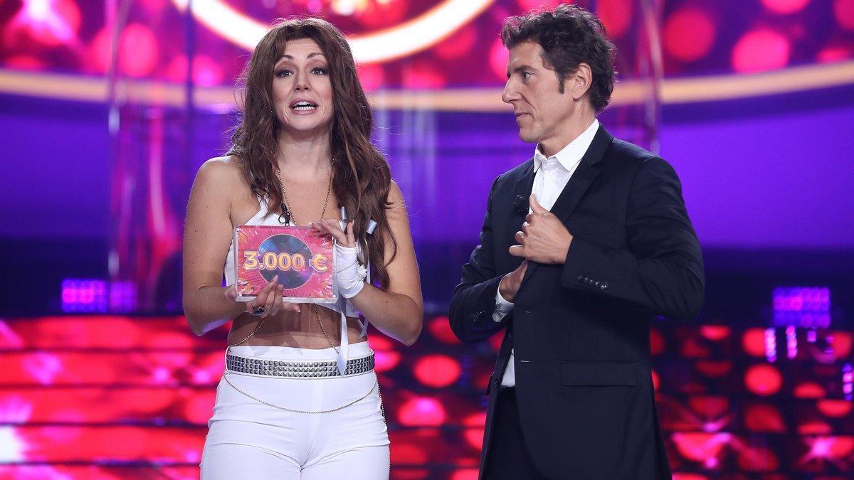 Mimi junto a Manel Fuentes en el plató de 'Tu cara me suena'.