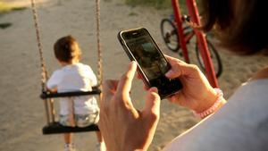 La Fiscalia adverteix de l'ús de xats de pares contra professors i companys