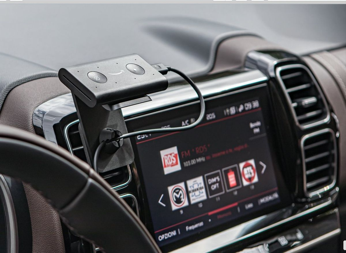Echo Auto instalado en el automóvil.