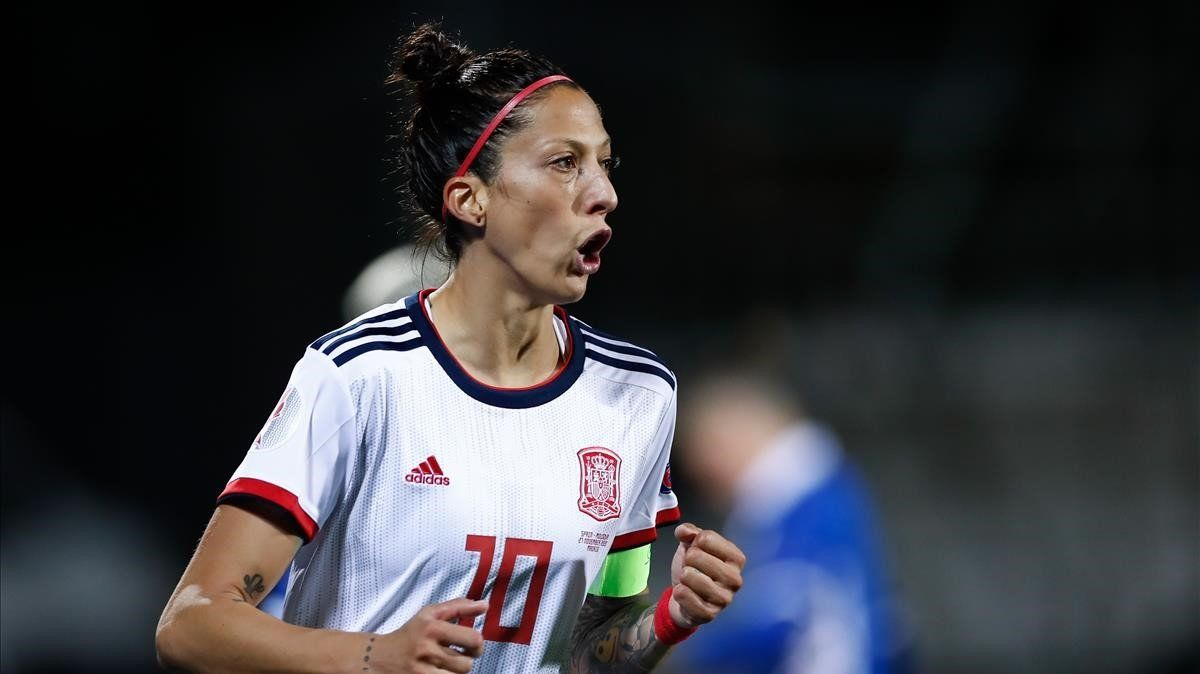Jennifer Hermoso celebra uno de sus tres goles a Moldavia.
