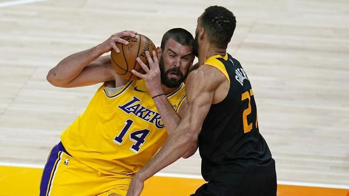 Marc Gasol encara a Gobert en un Lakers-Jazz de la pasada temporada.
