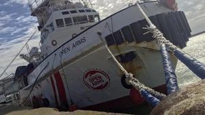El 'Open Arms', amarrado en el puerto de Pozzallo, en Sicilia, el 19 de marzo.
