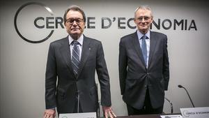 El 'president' de la Generalitat, Artur Mas, y el presidente del Cercle d'Economia, Antón Costas, en un encuentro el pasado 25 de febrero.