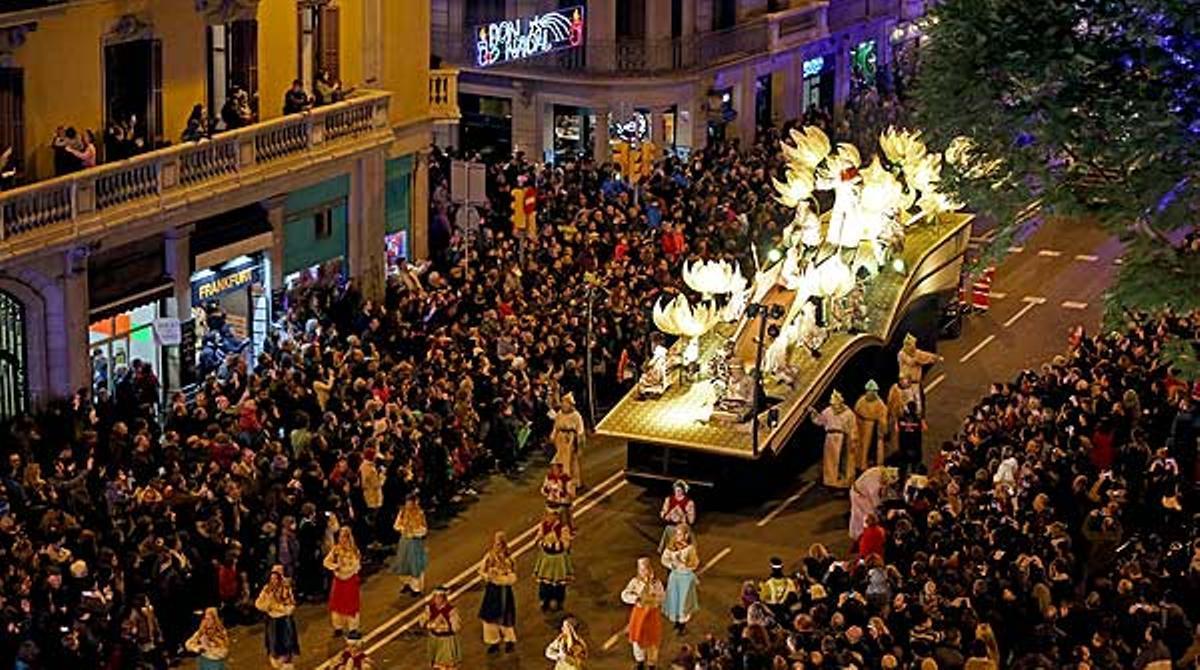 600.000 personas asisten a la cabalgata de Reyes en Barcelona.
