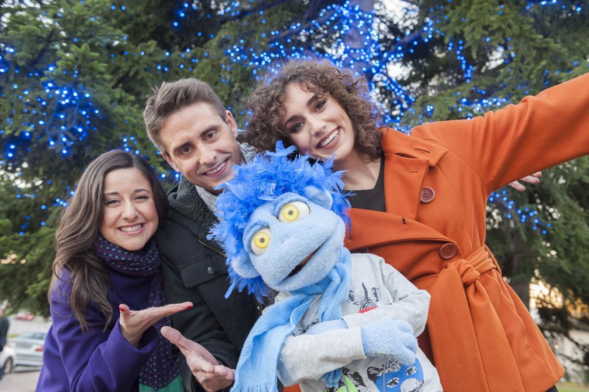 Anna Gras Àngel Pons e Isabel Fernández, presentadores de la Cabalgata de Reyes en la retransmsión de TVE-1