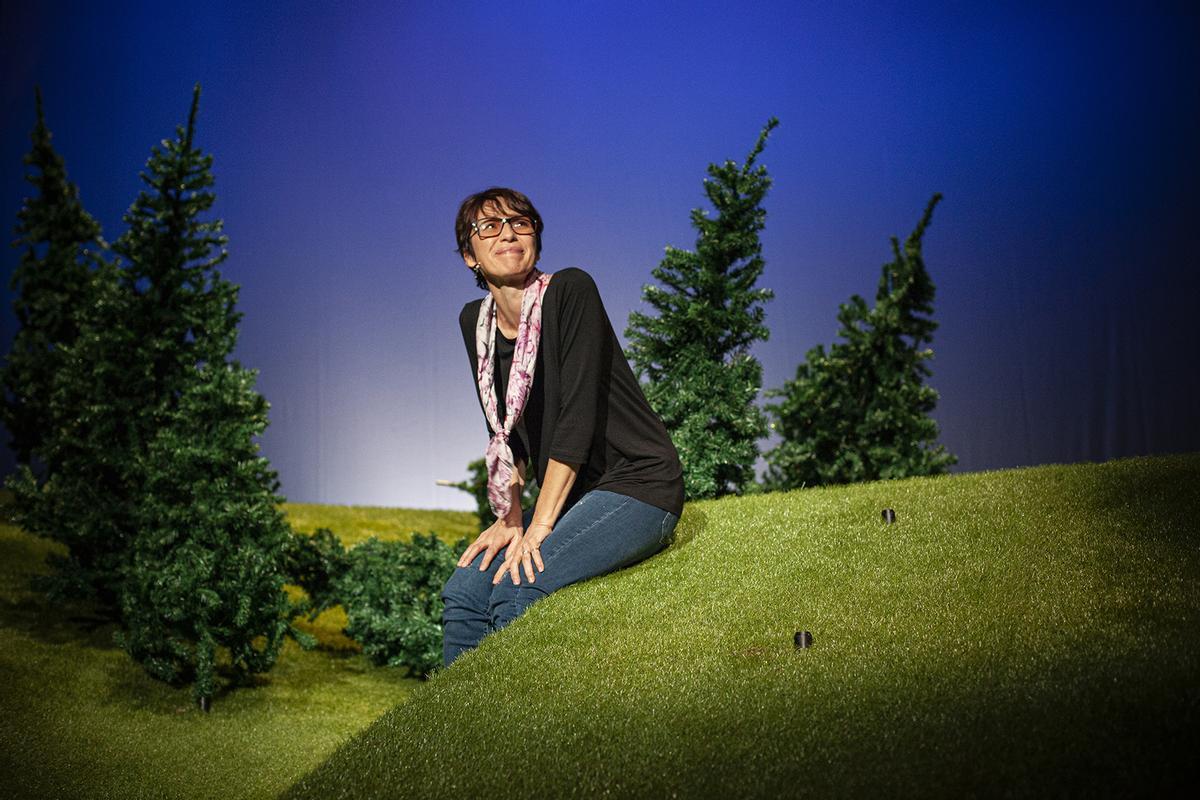 Ariadna Gil en un momento de 'Encara hi ha algú al bosc', autoficción que recala del 14 de enero al 7 de febrero en el TNC.