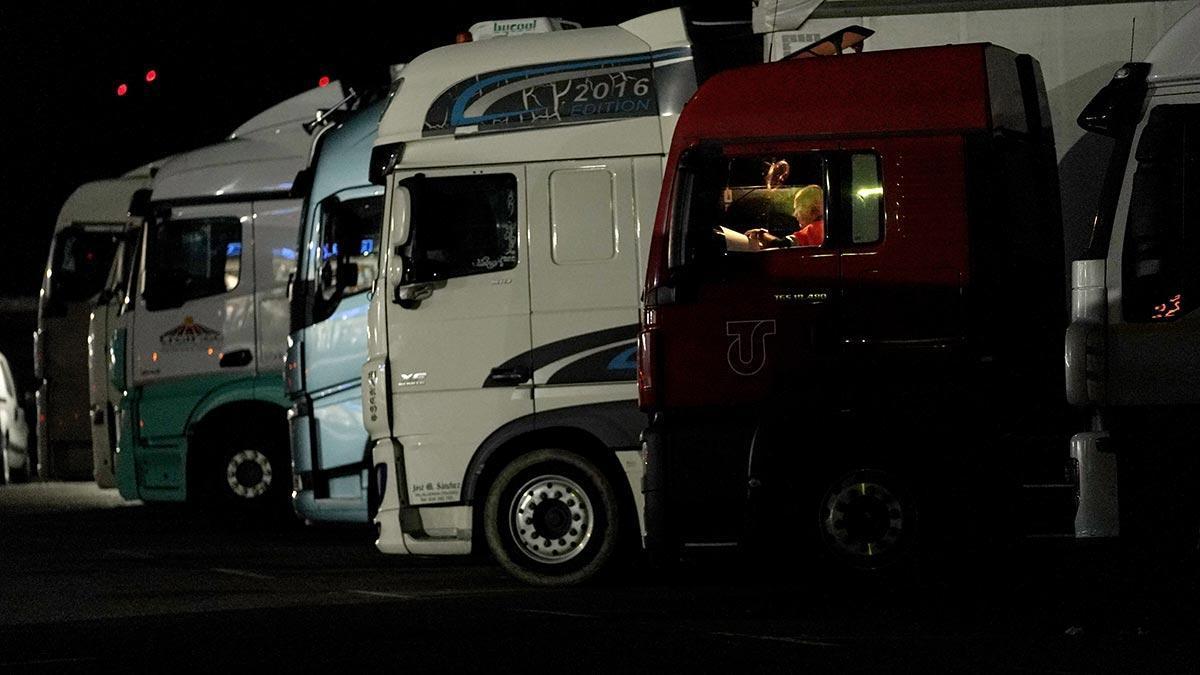 Conductor de camión en el área de servicio de Alfajarín, Zaragoza.