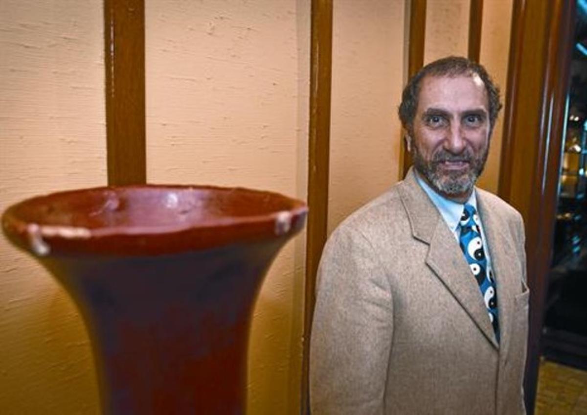 Marinoff, con su corbatade símbolos del yin y el yan, retratado en Barcelona.