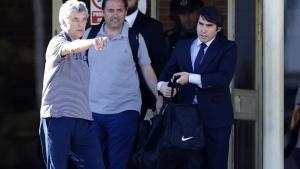 Villar y su hijo Gorka, al salir de la prisión de Soto del Real.