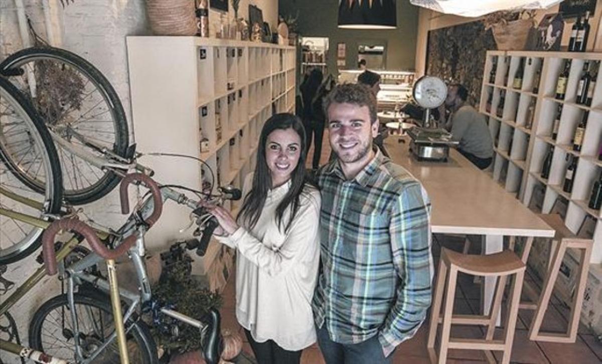 'Bike friendly' 8Lara y Guillem, el 13 de mayo, en el restaurante Les tres a la cuina, en Gràcia, integrado en el proyecto Fixed lover.