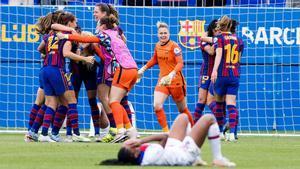 Las jugadoras del Barça celebran el pase a la final tras tumbar al PSG.
