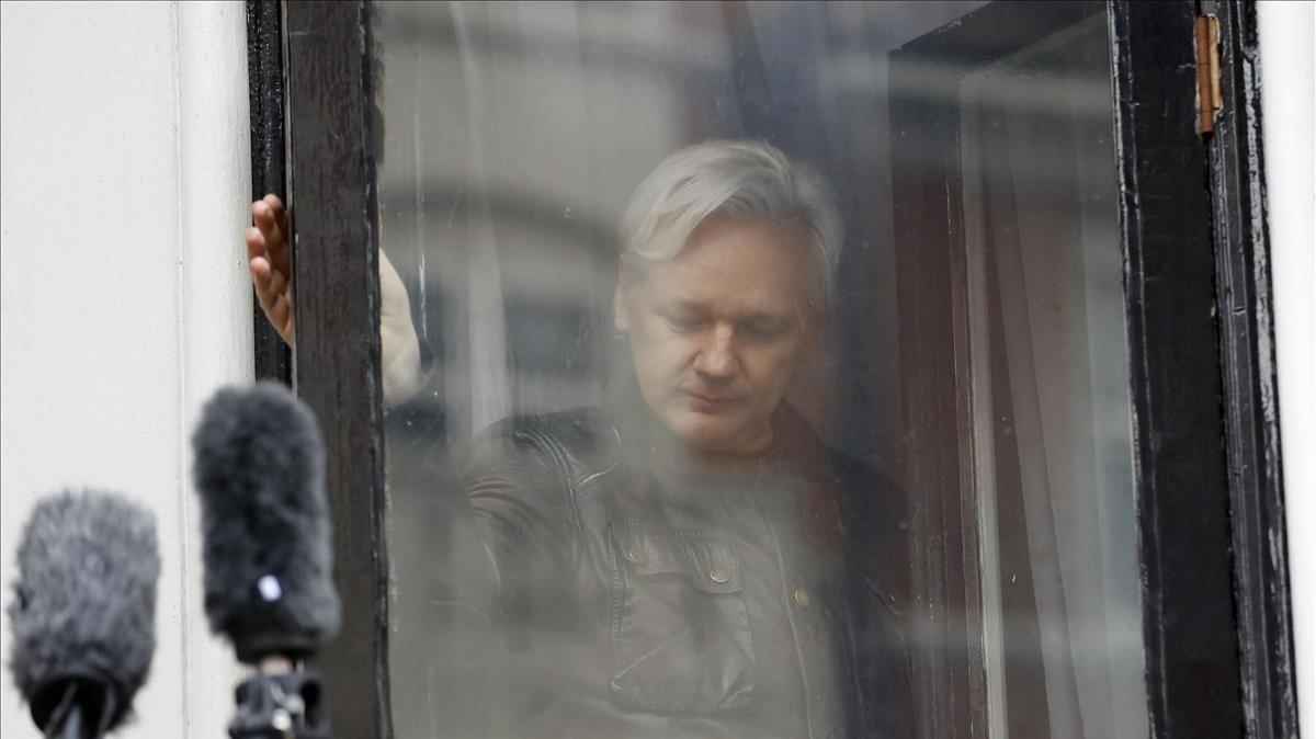 Imagen de Julian Assange en la embajada ecuatoriana en Londres en 2017.