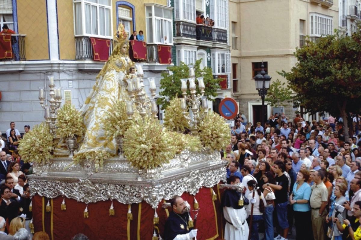 La Virgen del Rosario.