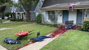 La macabra decoracion de Halloween del artista de Dallas Steven Novak.