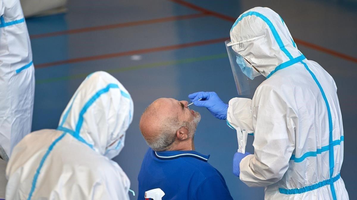 Imagen de archivo de unas pruebas de cribado en Girona, el pasado 10 de septiembre