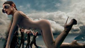 Ariana Grande en un fotograma de su videoclip 'God is a woman'.