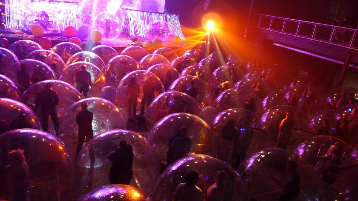 La banda estadounidense ha dado un concierto en Oklahoma utilizando burbujas para respetar la distancia social y evitar la propagación del virus