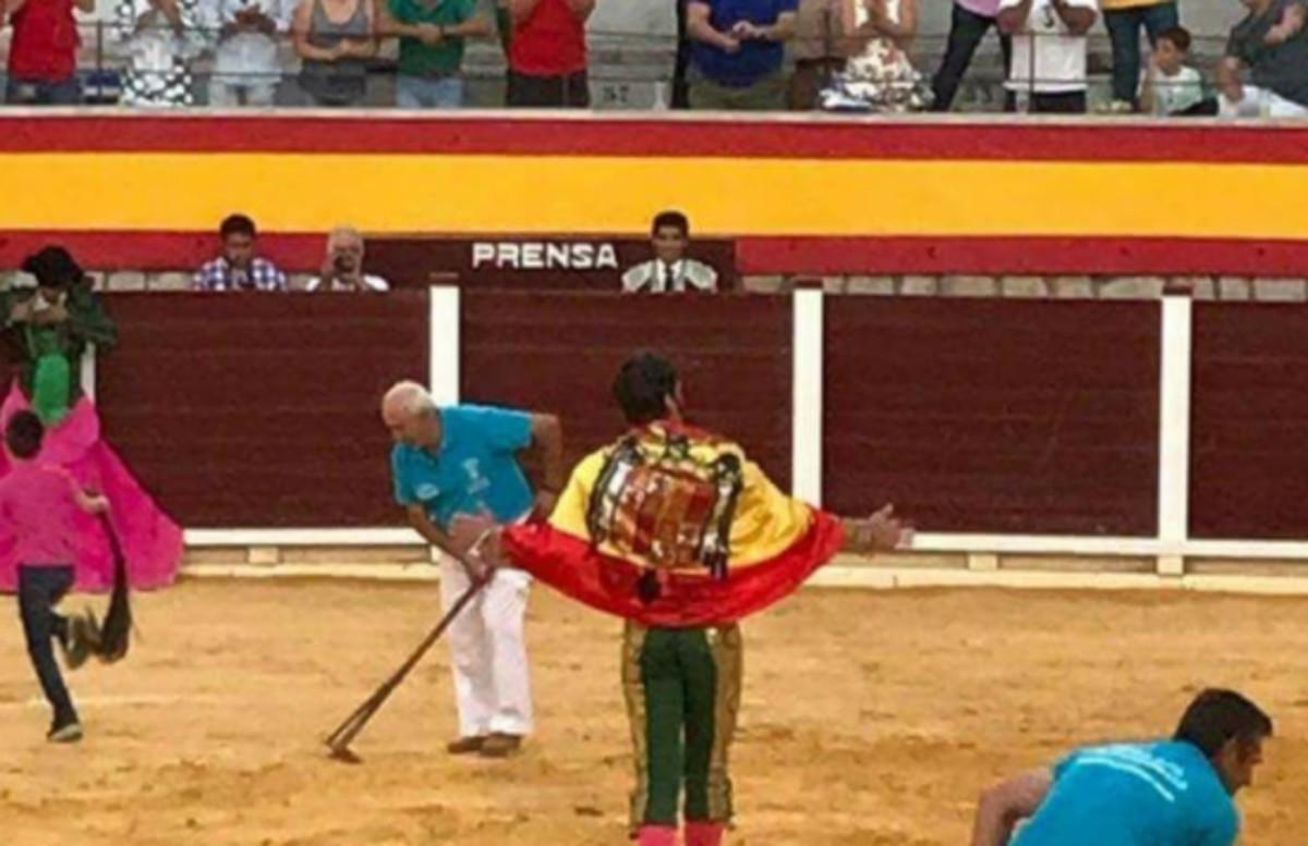 """El torero Padilla s'excusa després de passejar-se amb una bandera franquista: """"No soc nostàlgic de res i provocador, menys"""""""