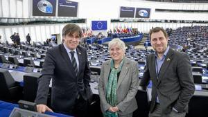 Carles Puigdemont, Clara Ponsatí y Toni Comín, en el Parlamento Europeo, el pasado 26 de mayo.