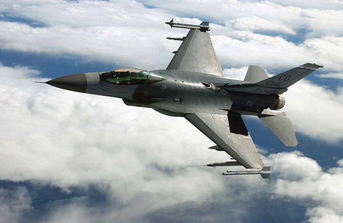 Un F-16 de EEUU, similar al utilizado por las fuerzas aéreas noruegas para el transporte urgente de equipamiento médico.