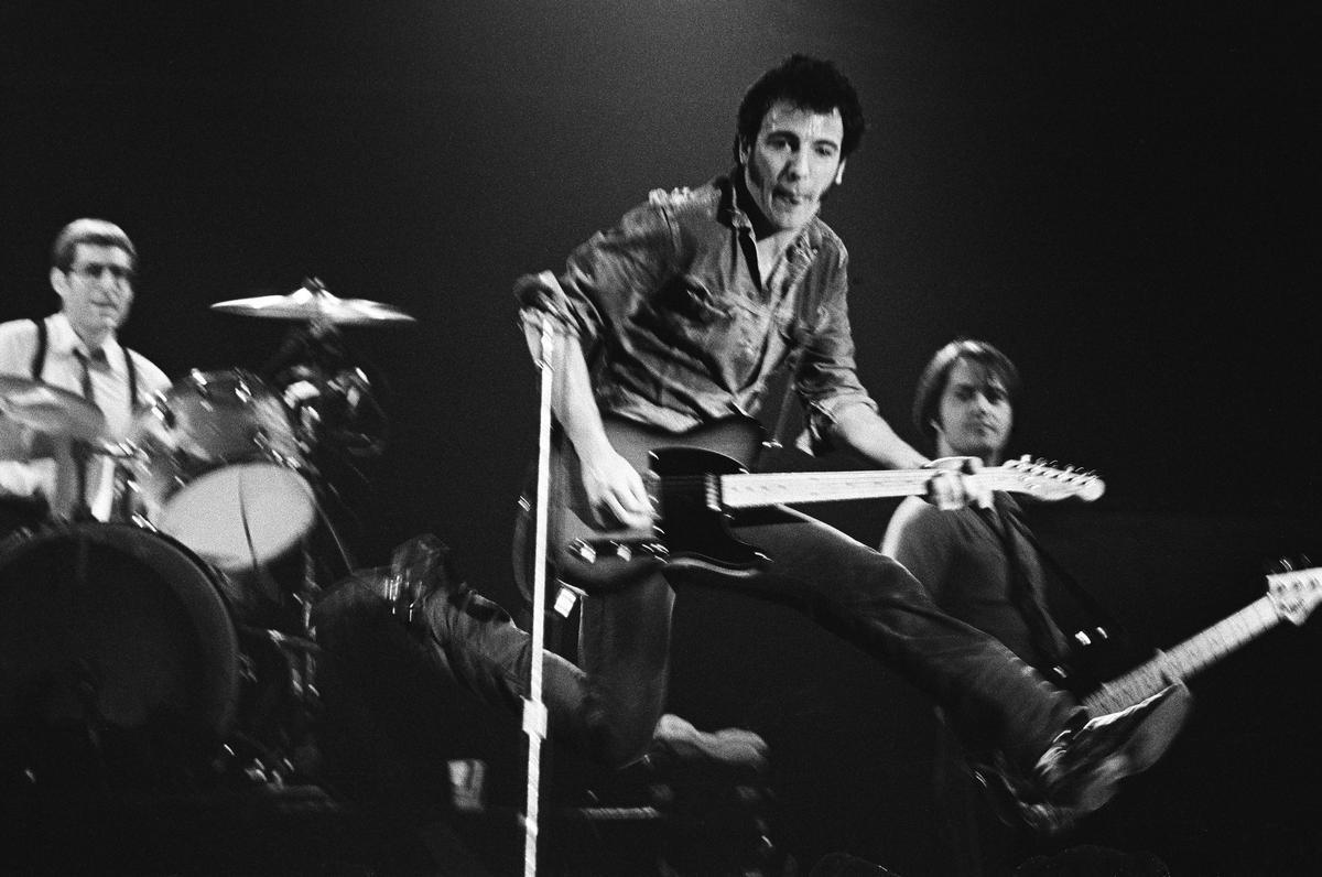 Bruce Springsteen, con Gary Tallent y Max Weinberg, en el Palau d'Esports, en 1981.