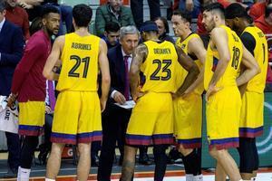 Pesic da instrucciones a sus jugadores en el partido de Liga del pasado domingo en Murcia