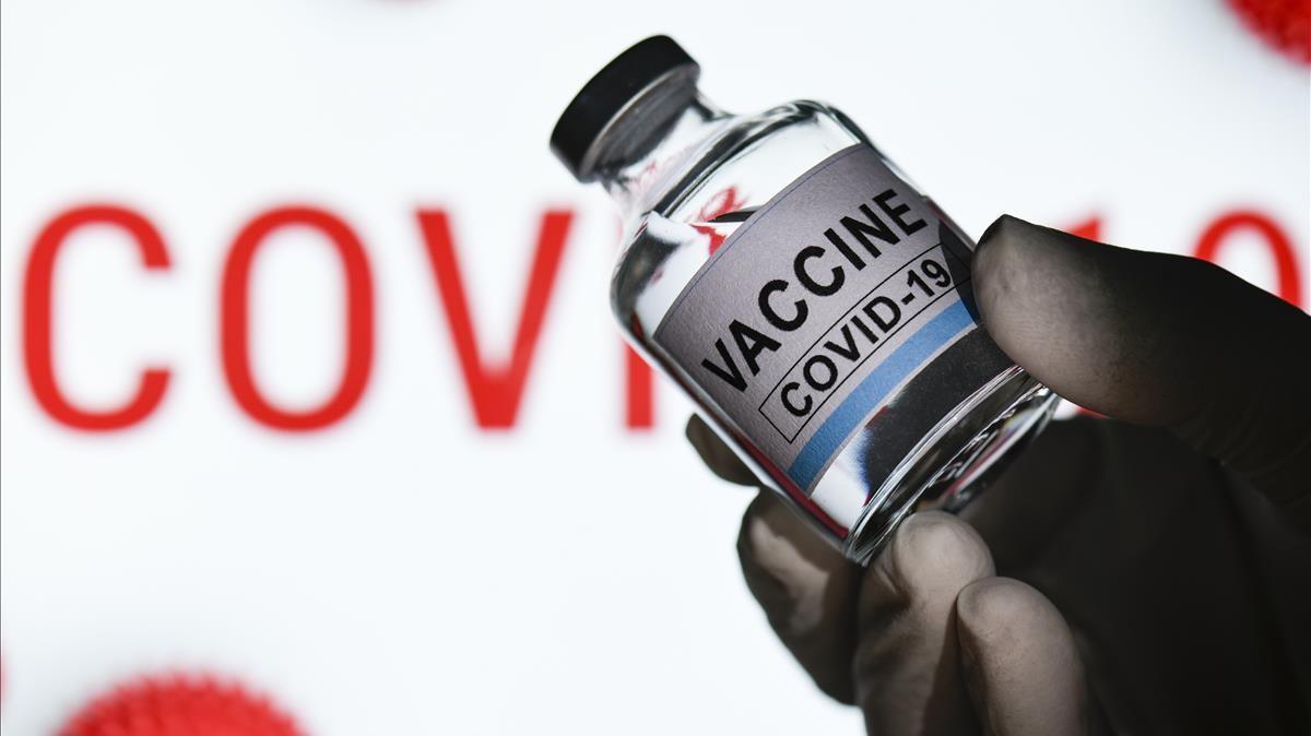 28 11 2020 Coronavirus - Moderna solicita oficialmente la autorizacion de emergencia para su vacuna contra la COVID-19 en EEUU     La companyia Moderna ha sol licitat oficialment aquest dilluns a l Agencia de Medicaments i Aliments (FDA  en angles) dels Estats Units l autoritzacio d emergencia de la seva vacuna contra el coronavirus per comencar-la a distribuir  i esdevindra  aixi  la segona que ho fa despres de Pfizer     POLITICA   DAVID TALUKDAR   ZUMA PRESS   CONTACTOPHOTO