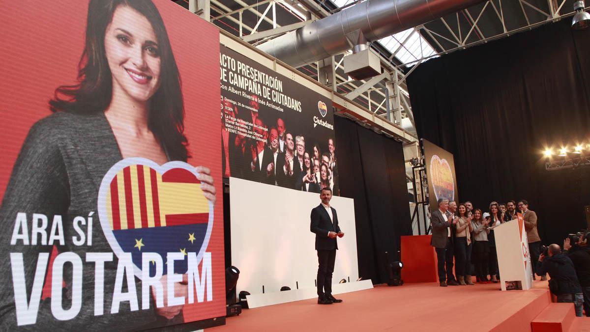 El líder de Ciudadanos (Cs), Albert Rivera, ha equiparado hoy al expresidente de la Generalitat Carles Puigdemont con la francesa Marie Le Pen.