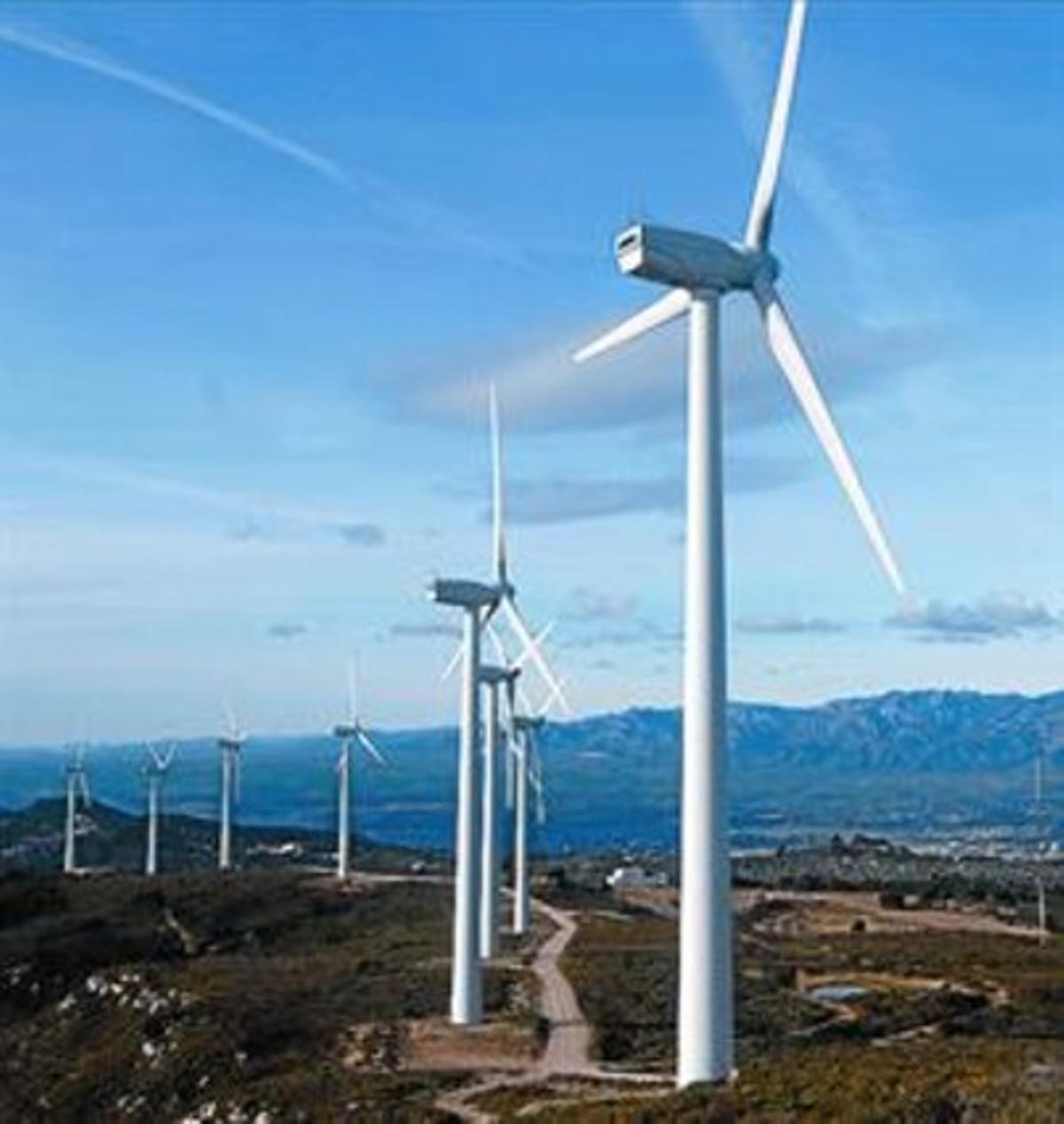 Parque eólico en la zona cercana a Tortosa (Baix Ebre).