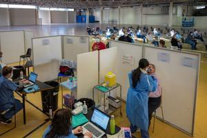 Vacunación en la Fira de Cornellà el 3 de abril.