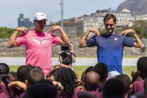 Rafa Nadal y Roger Federer, antes del partido solidario en Ciudad del Cabo, en Sudáfrica.