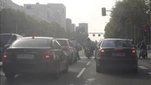 La avenida Diagonal de Barcelona, congestionada.